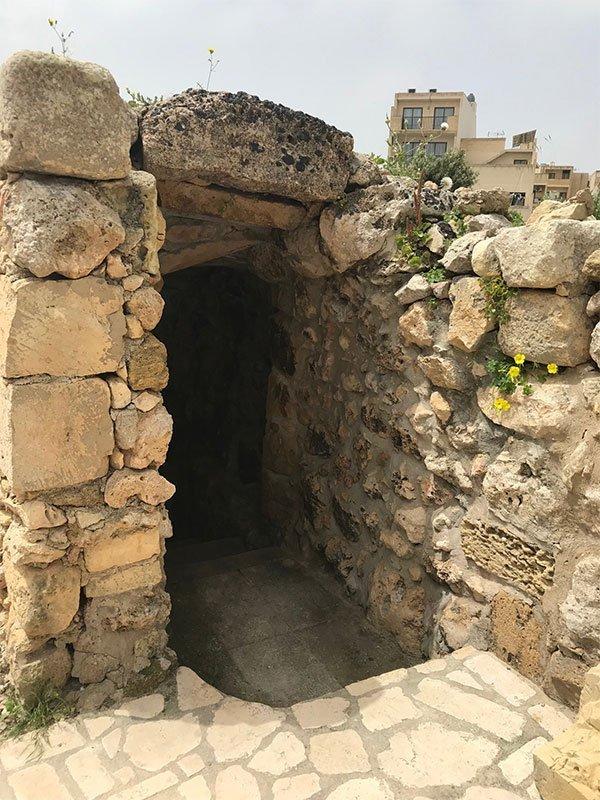 L'Gharix Temple Retreat - Cave Entrance - Ggantija temples